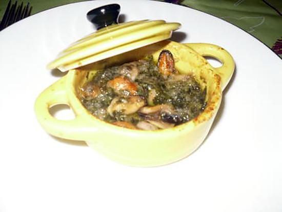 Recette de mini cocotte de moules au beurre d 39 escargot maison - Beurre d escargots maison ...