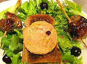 recette Salade d'aiguillettes de canard gras à la cerise et son toast de foie gras
