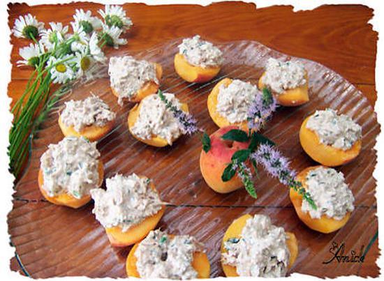 recette d 39 abricots fourr s thon faisselle de rians et menthe. Black Bedroom Furniture Sets. Home Design Ideas