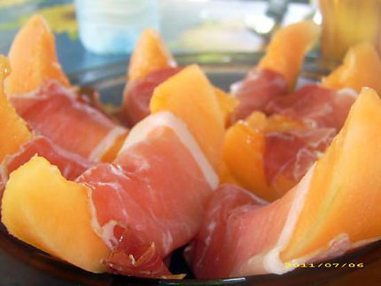 Recette de l 39 incontournable salade de melon au jambon cru - Melon jambon cru presentation ...