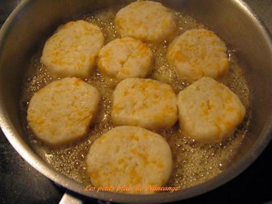 recette de croquettes de pommes de terre au cheddar jaune. Black Bedroom Furniture Sets. Home Design Ideas