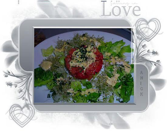 recette Salade de tomate - feta et lardons de saumon à l'alfalfa