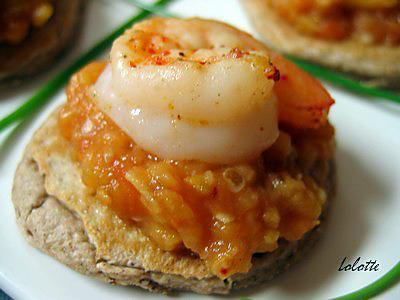 recette Canapés caviar aubergine-pomme et crevettes pimentées sur blinis à la farine de chataigne