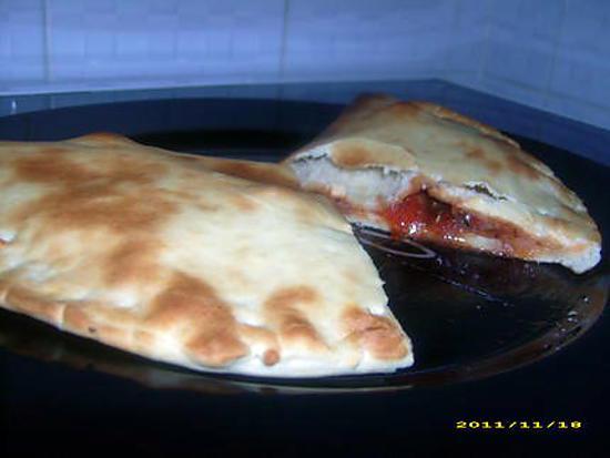 recette de pizza aux anchois fa on chausson. Black Bedroom Furniture Sets. Home Design Ideas
