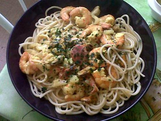 recette de spaghettis aux fruits de mer sauce curry. Black Bedroom Furniture Sets. Home Design Ideas