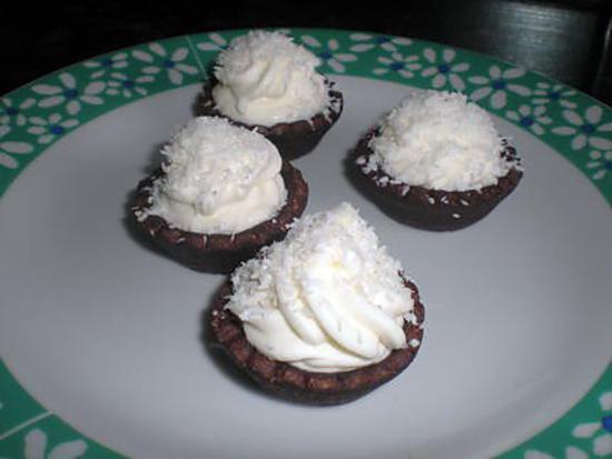 recette de tartellettes mousse coco sur pate sabl chocolat. Black Bedroom Furniture Sets. Home Design Ideas