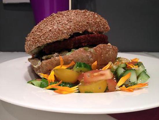 recette Burger végétarien & salade colorée