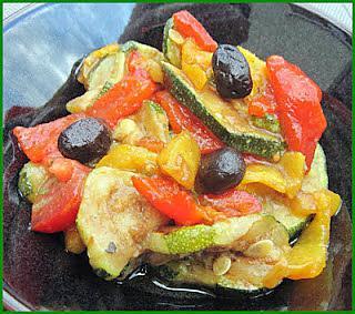 recette de salade de courgettes cuites poivrons et. Black Bedroom Furniture Sets. Home Design Ideas