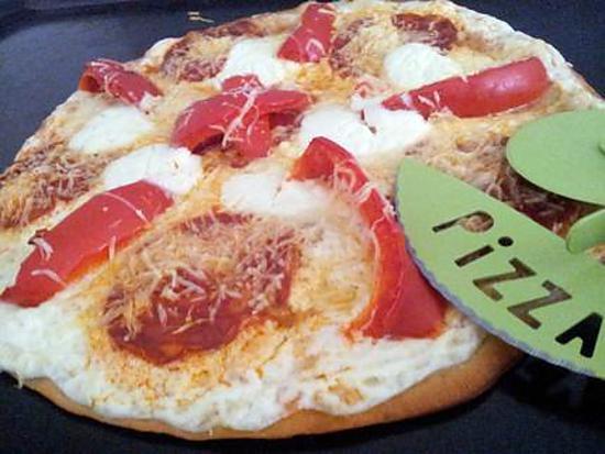 recette de pizza blanche au chorizo et poivrons. Black Bedroom Furniture Sets. Home Design Ideas