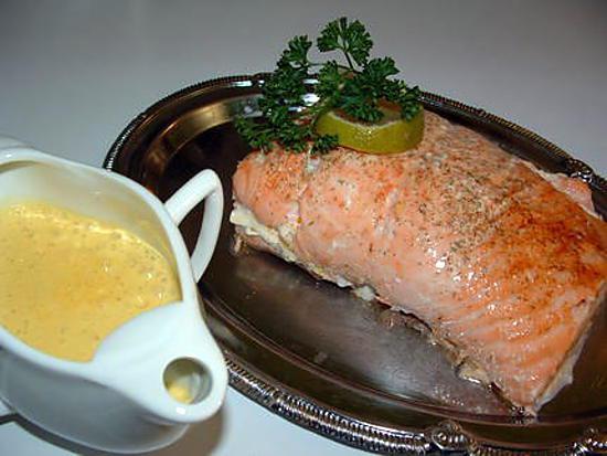 recette de r ti de saumon farci la mousse de crabe et crevettes et sa sauce safran e. Black Bedroom Furniture Sets. Home Design Ideas