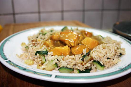 recette d 39 eminc de poulet au curry riz express aux courgettes. Black Bedroom Furniture Sets. Home Design Ideas