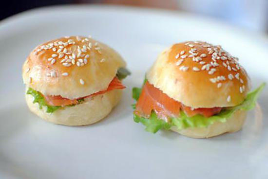 recette de mini hamburger au saumon pour ap ro. Black Bedroom Furniture Sets. Home Design Ideas