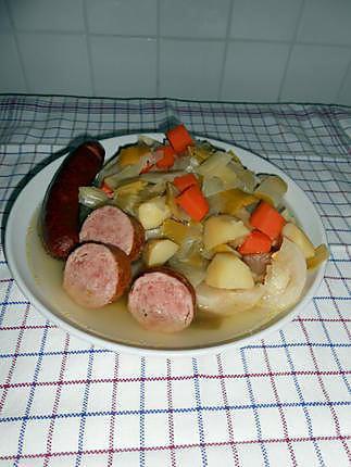recette soupe au chou, aux saucisses fumées et saucisson à l'ail.