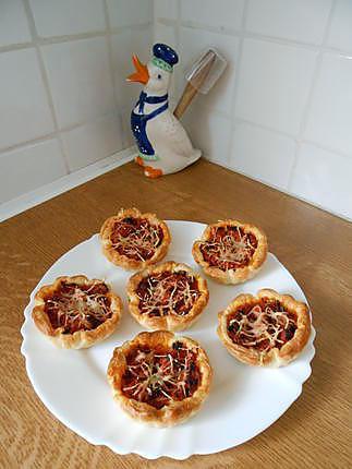 recette de mini pizzas thon tomates oignons origan. Black Bedroom Furniture Sets. Home Design Ideas