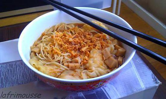 recette de soupe de nouille la raviole de crevettes sur oignon frit. Black Bedroom Furniture Sets. Home Design Ideas