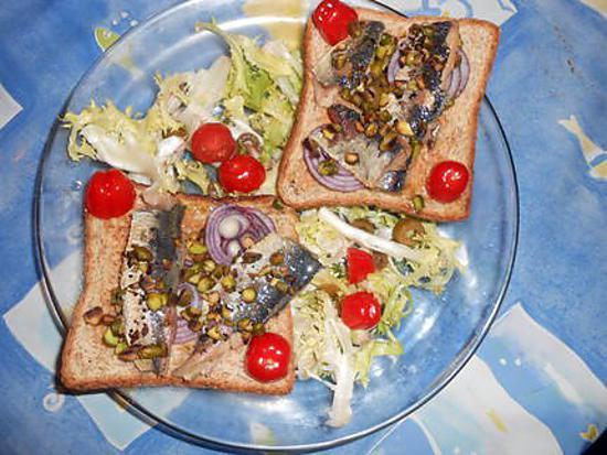 recette de toasts de filets de sardines aux pistaches. Black Bedroom Furniture Sets. Home Design Ideas