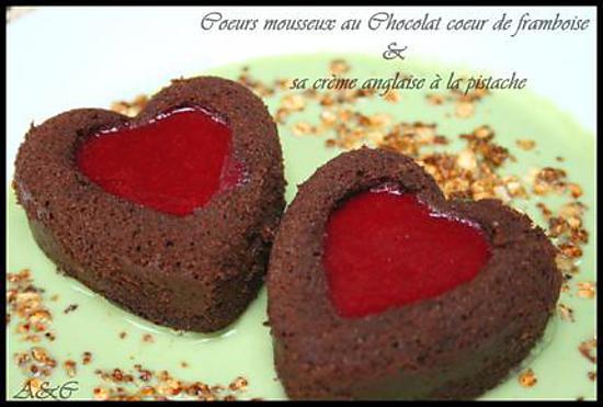 recette ** Gâteau saint valentin : Duo de Coeurs mousseux au chocolat, miroir framboise et sa crème anglaise à la pistache et pralin**