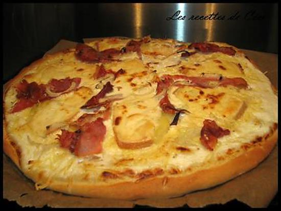 recette de pizza la raclette jambon fum et oignons. Black Bedroom Furniture Sets. Home Design Ideas