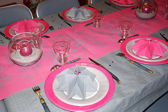 D co de table fushia et gris - Chemin de table gris perle ...