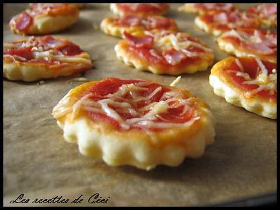 recette de mini pizzas pour l 39 ap ro. Black Bedroom Furniture Sets. Home Design Ideas