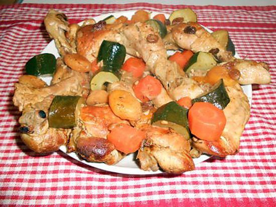 recette de tajine de poulet aux courgettes carottes tomates abricots secs moelleux et. Black Bedroom Furniture Sets. Home Design Ideas