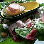 Salade d'avocats chaud au chavignol et jambon serrano sauce au chévre