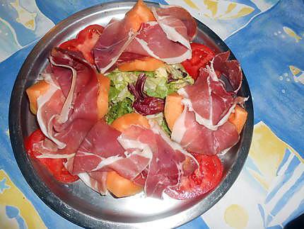 Recette de melon au jambon de parme - Melon jambon cru presentation ...