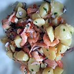 Salade de pommes de terre aux crevettes et oeufs de saumon