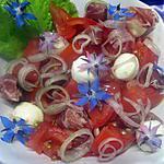 recette Salade de tomates, mozzarella,jambon fumé et fleurs de bourrache.