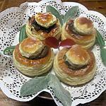 recette Bouchées en croûte garnies aux champignons rosés.