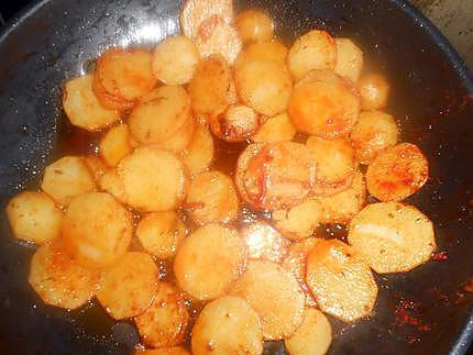 recette de pommes de terre saut es a la hongroise. Black Bedroom Furniture Sets. Home Design Ideas