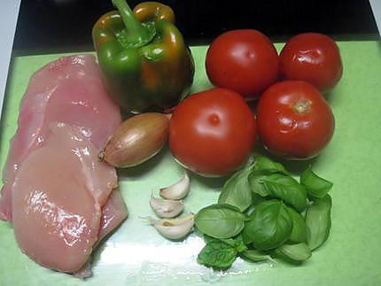Recette d 39 escalopes de dinde la sauce tomates poivron basilic - Comment couper une tomate en cube ...