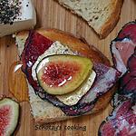 recette tartines de figues fraiches, coppa et fromage frais