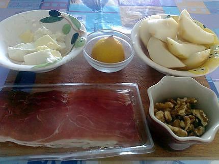 Poires au gorgonzola et jambon fumé 430
