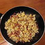 Chou fleur au wok, avec lardons et poivron rouge