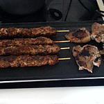 recette côtelettes d'agneau au cumin et brochettes de veau au paprika à la plancha
