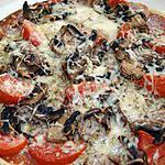 recette Une pizza avec un reste de jus de tomates farcies pour la sauce tomate