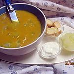 recette soupe de potiron aux cubes de pâtisson blanc.