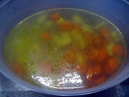 recette de soupe aux petits pois carottes pommes de terre au micro ondes. Black Bedroom Furniture Sets. Home Design Ideas
