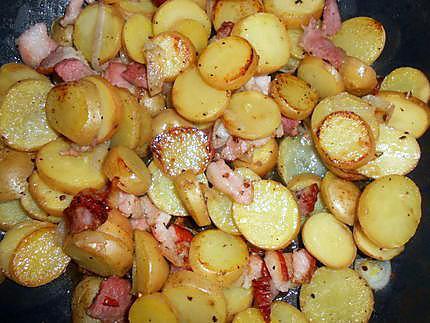 recette de gratin de pommes de terre nouvelles au lard et mmental. Black Bedroom Furniture Sets. Home Design Ideas