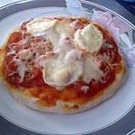 recette pizza bolognaise,chèvre,saucisse de Strasbourg,et fromage râpé