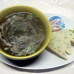 Soupe aux champignons. persil. crème fraiche.