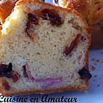 Cake au jambon cru, blanc et tomates séchées