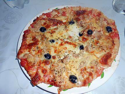 Pizza au thon et fromages fondants 430