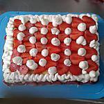 Génoise et sa crème pâtissière a la fraise et sa chantilly