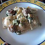 Raviolis de boeuf sauce chevre et epinard