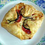 recette Carrés feuilletés aux courgettes ,tomates et fromage à raclette