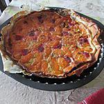 Gateau avec de la confiture de rhubarbe