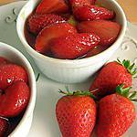 recette Crèmes au chocolat blanc et aux fraises caramélisées