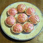 recette cupcakes a la vanille et son glacage rose barbie et ses pepites de couleur